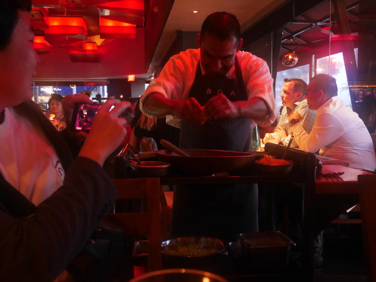 BOA Steakhouse SantaMonica【TABLE-SIDE CLASSIC CAESAR 17$】テーブル横で作ってくれるシーザーサラダ