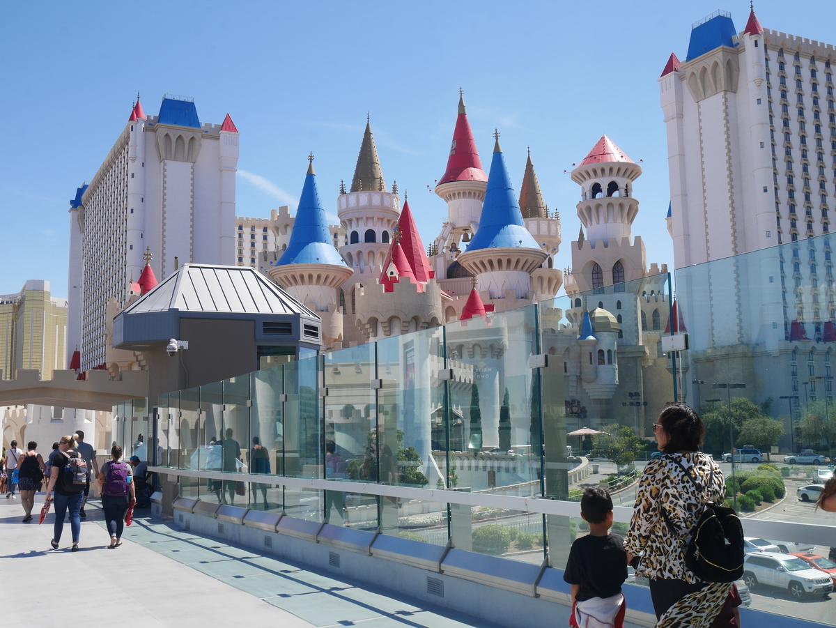 アメリカ ラスベガス ホテル エクスカリバー 無料トラム