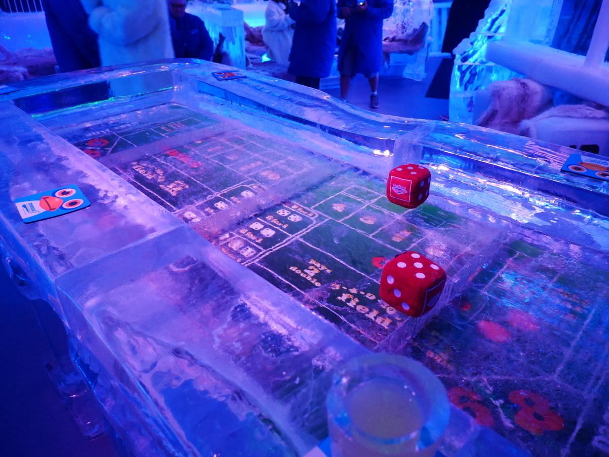 アメリカ ラスベガス ホテル マンダレンベイ minus5º Ice Experience マイナス5・アイスエクスペリエンス 店内のようす 氷のボードゲーム