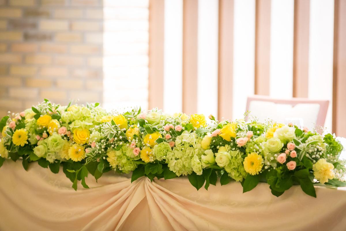 結婚式 披露宴 卓上装花 高砂 黄色 緑 さわやか 元気 ルーキス 東天紅