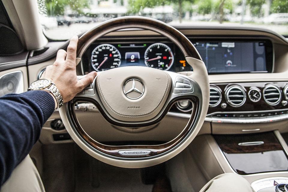 車 車内 運転 画像