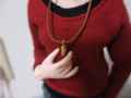 手芸屋さんで適当な金具を購入。同じく適当な紐を通しただけ。