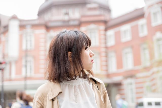東京駅前女性