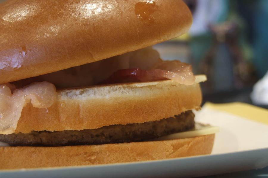 北海道産ほくほくポテトとチェダーチーズに焦がし醤油風味の特製オニ
