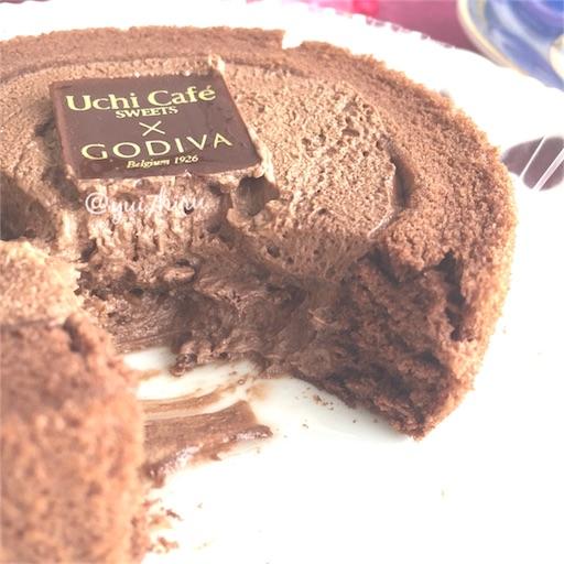 ロールケーキを半分に切った