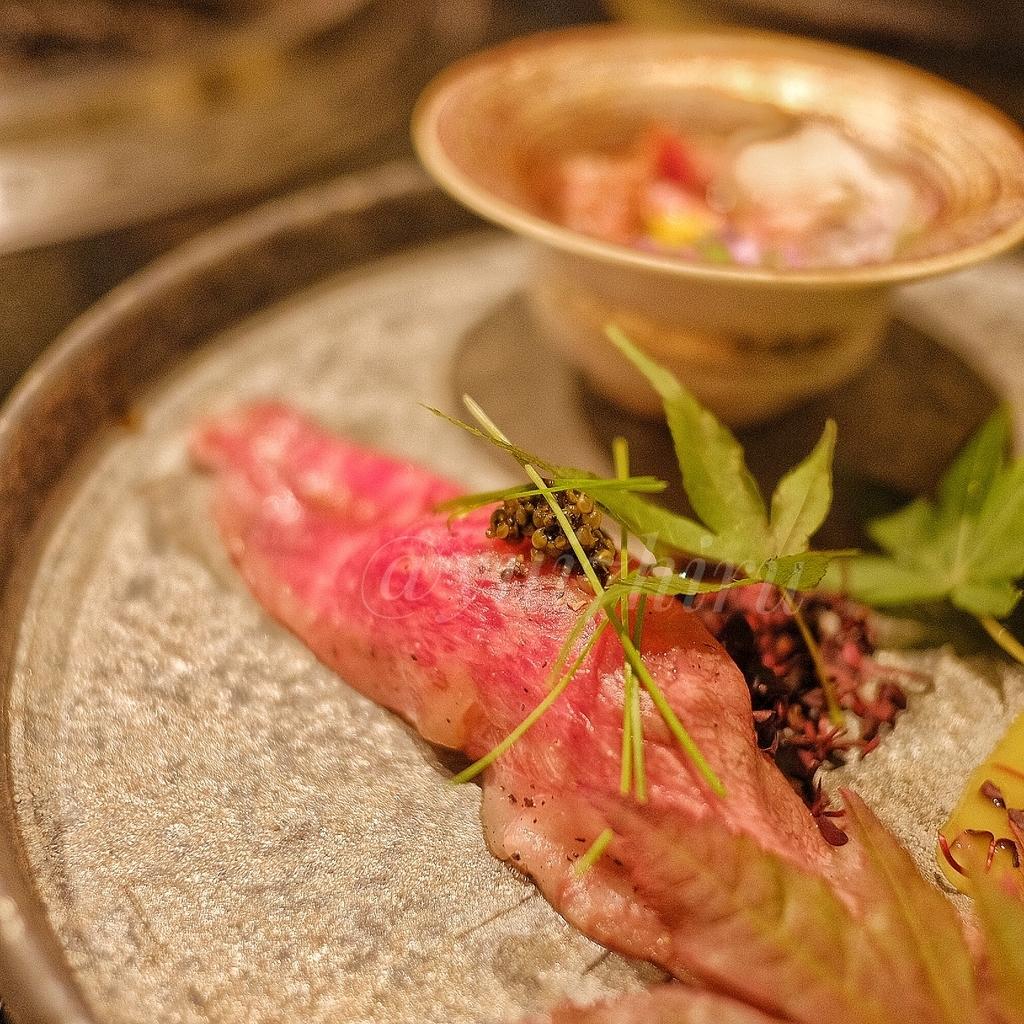 牛の握り肉寿司のアップ