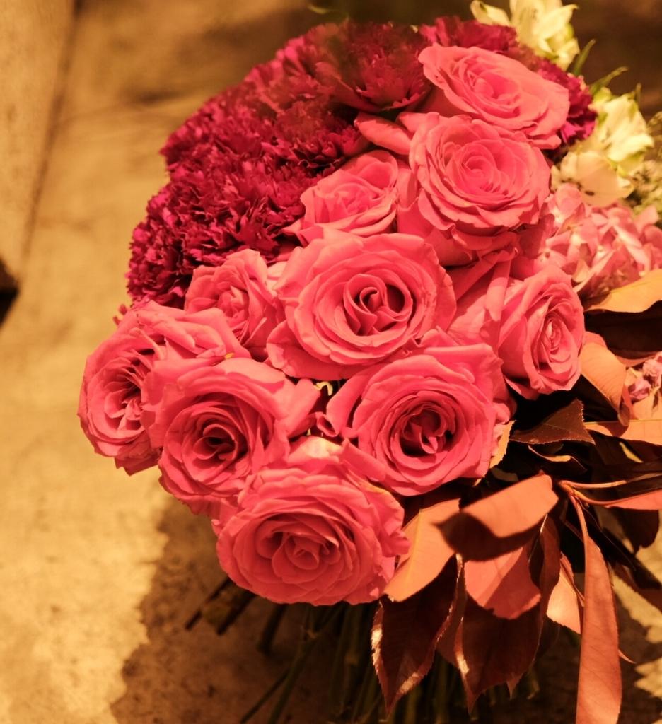 コロンビアのバラとカーネーション