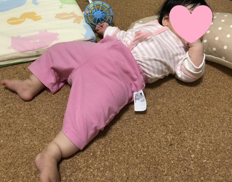 抱き枕を枕にする愛娘