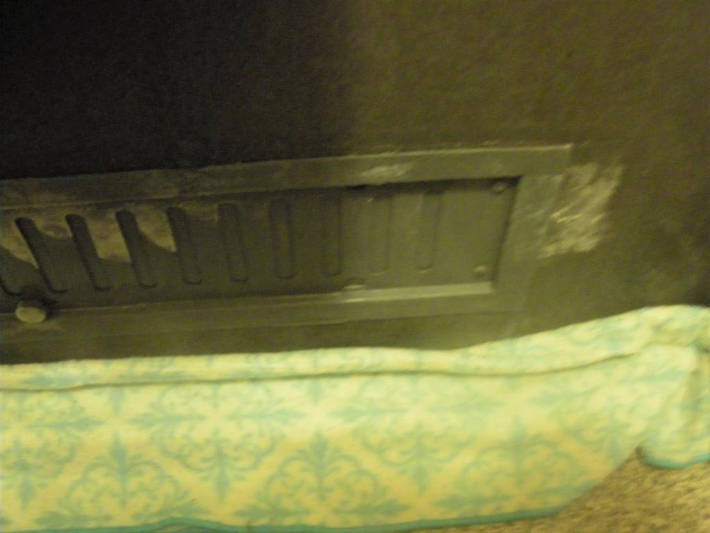 温めたタオルで凍ったドアを解凍する画像