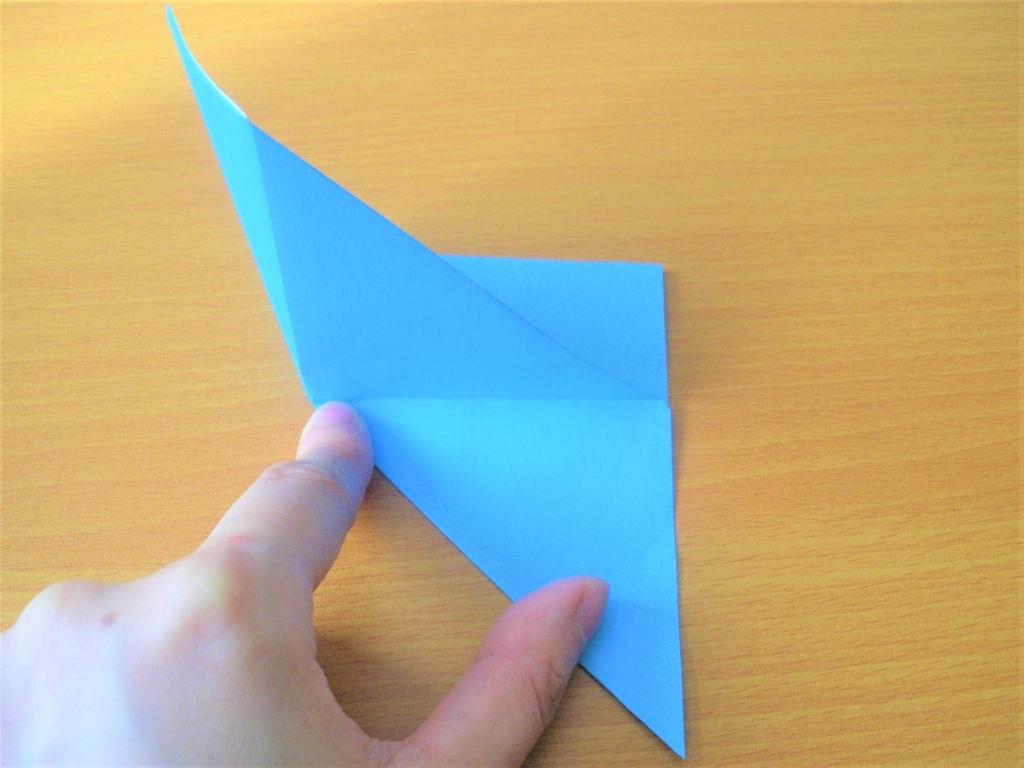 折り紙を折り合わせた画像