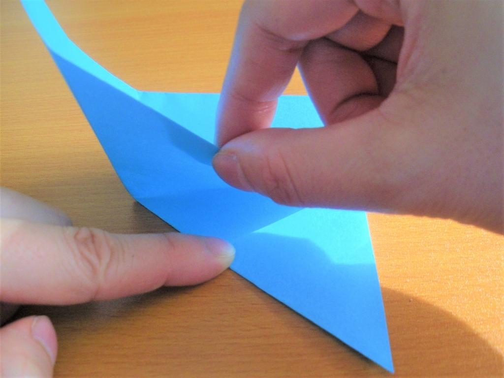 折り紙の箱の基本形の土台を作る途中の画像