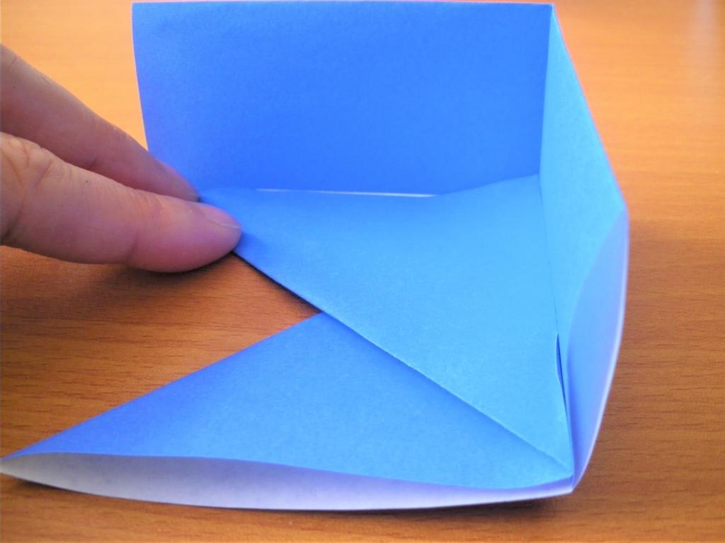 折り紙の箱の基本形を組み合わせるための空洞の画像