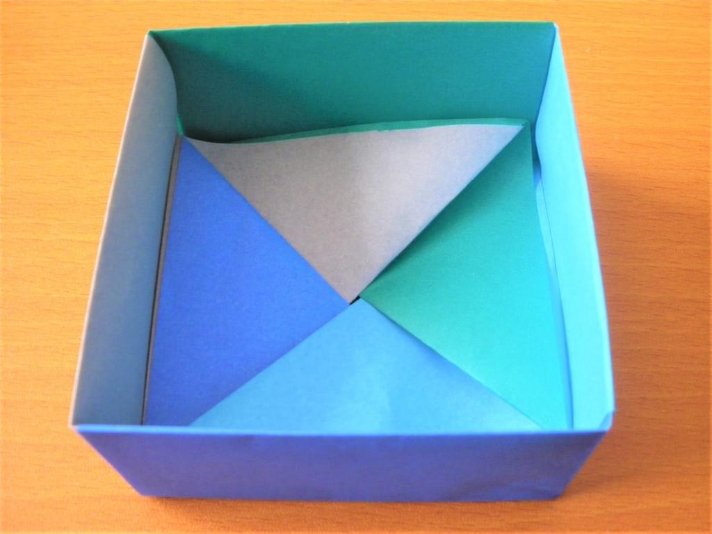 折り紙で作る四角形の小物入れの完成画像