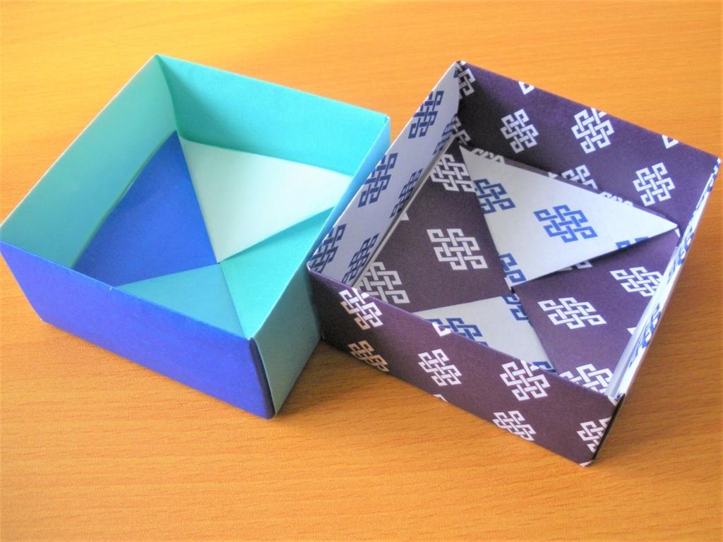 大小の折り紙の四角形の箱を並べた画像