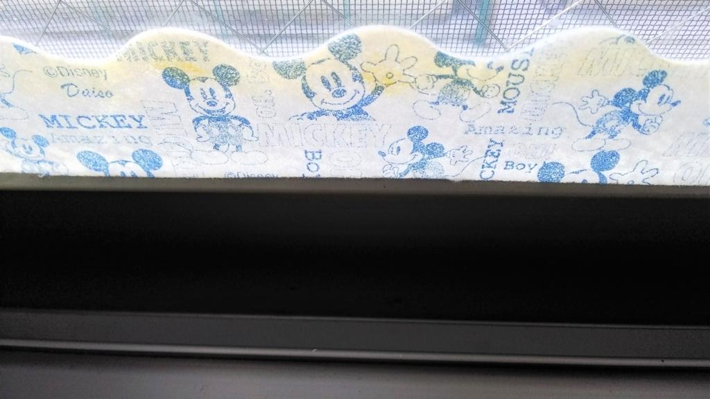 結露吸水テープが黄色く変色した画像