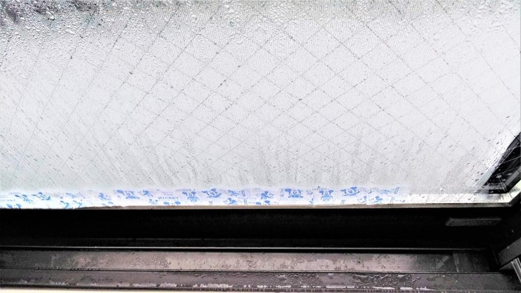結露がひどい窓の画像