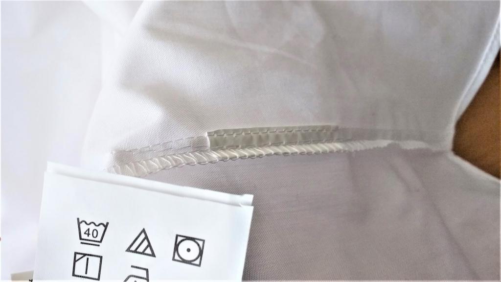 洗濯表示タグを切り取ったワイシャツの画像