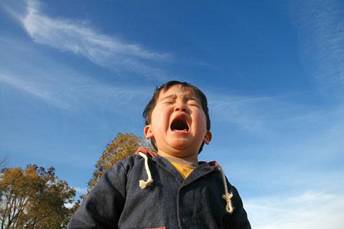 パニックで泣く子供