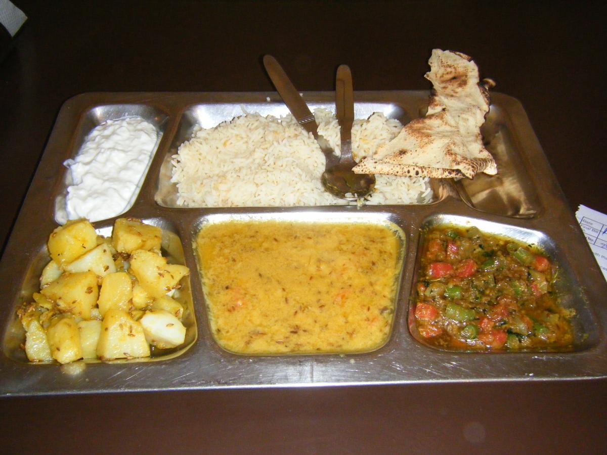 オーソドックスなインドの食事