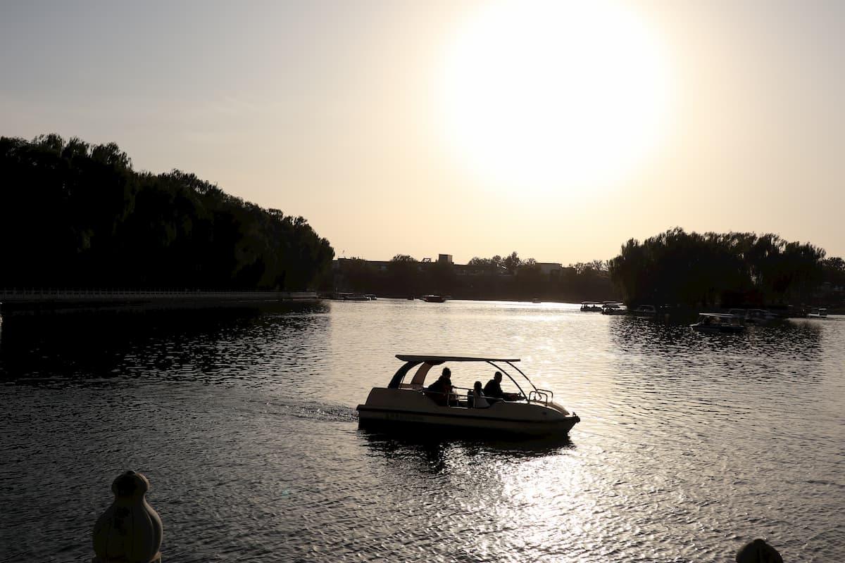 boat-qianhai-lake