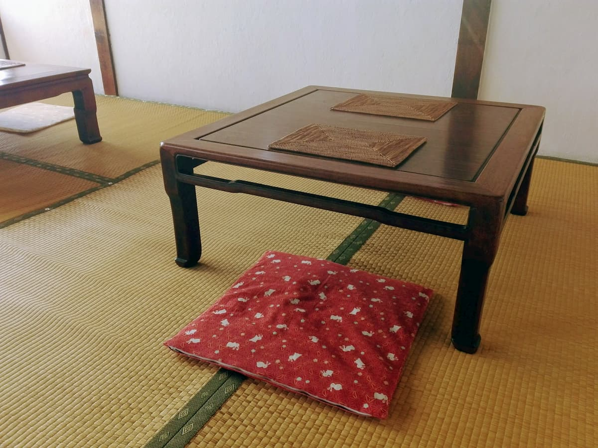 japanese-classical-table