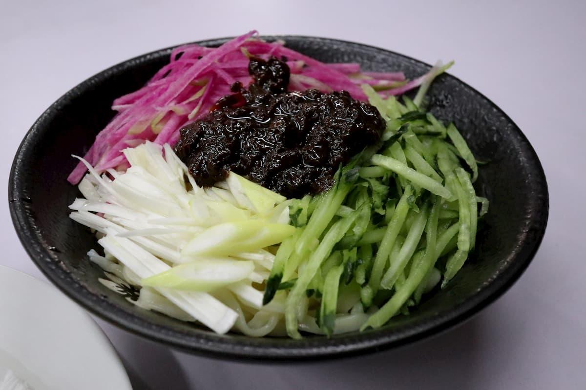 zhajiangmian-Beijing-noodle