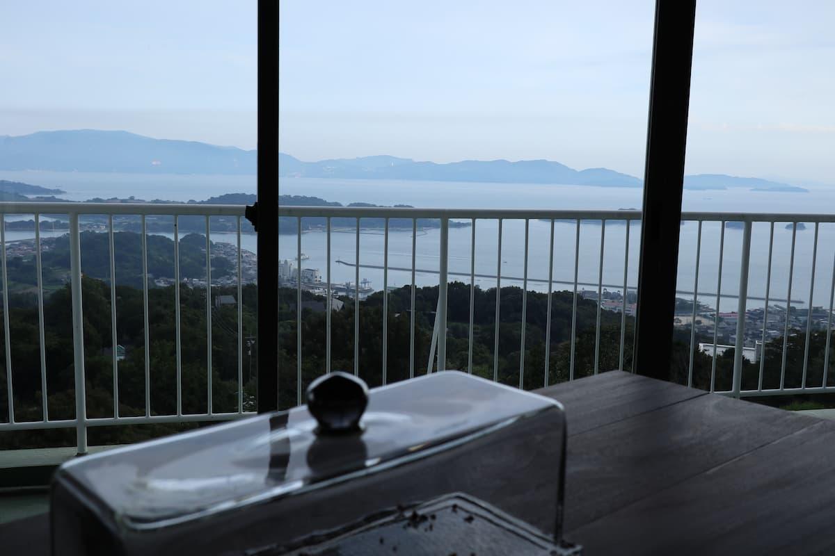 山の上のロースタリからの眺め