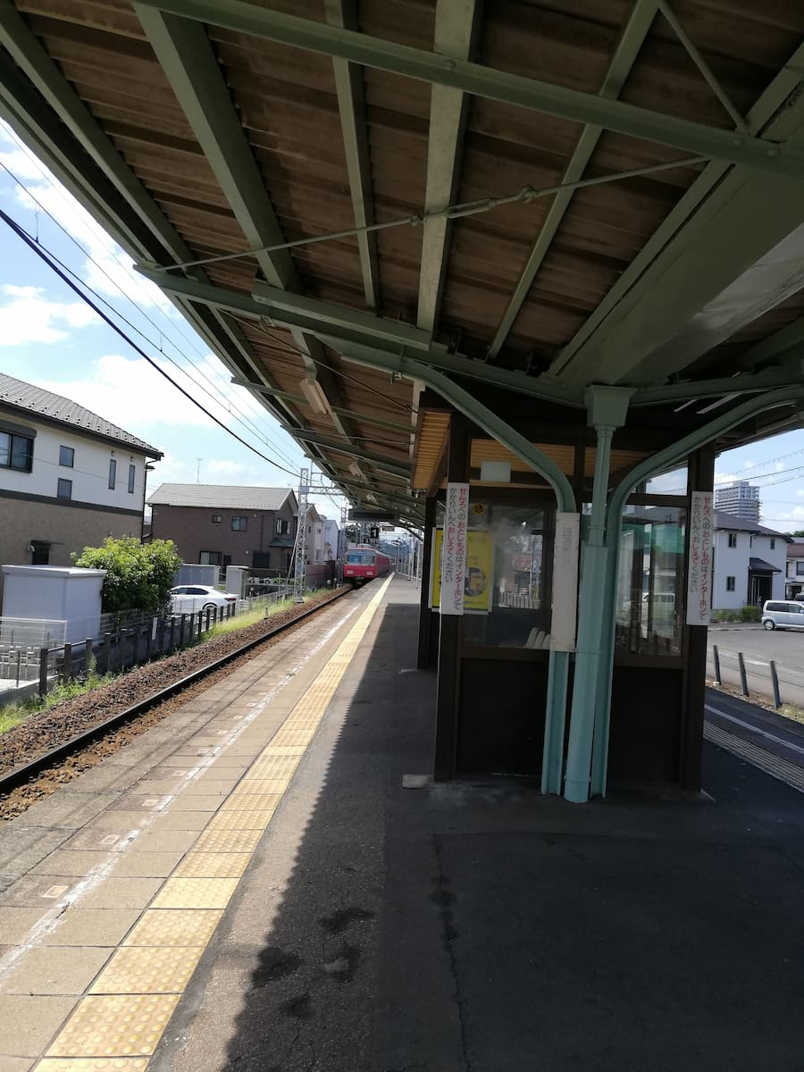 名鉄加納駅のホーム