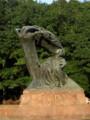 [ポーランド]ワジェンキ公園内にあるショパン像。