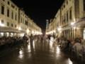 [クロアチア][風景写真]日没後のドブロブニク・プラツァ通り