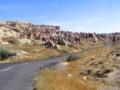 [トルコ][風景写真]カッパドキア奇岩群の道路