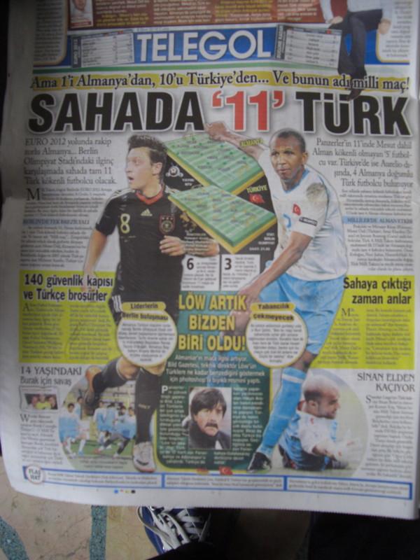 EURO2012予選、ドイツ対トルコ戦当日のトルコ国内の朝刊
