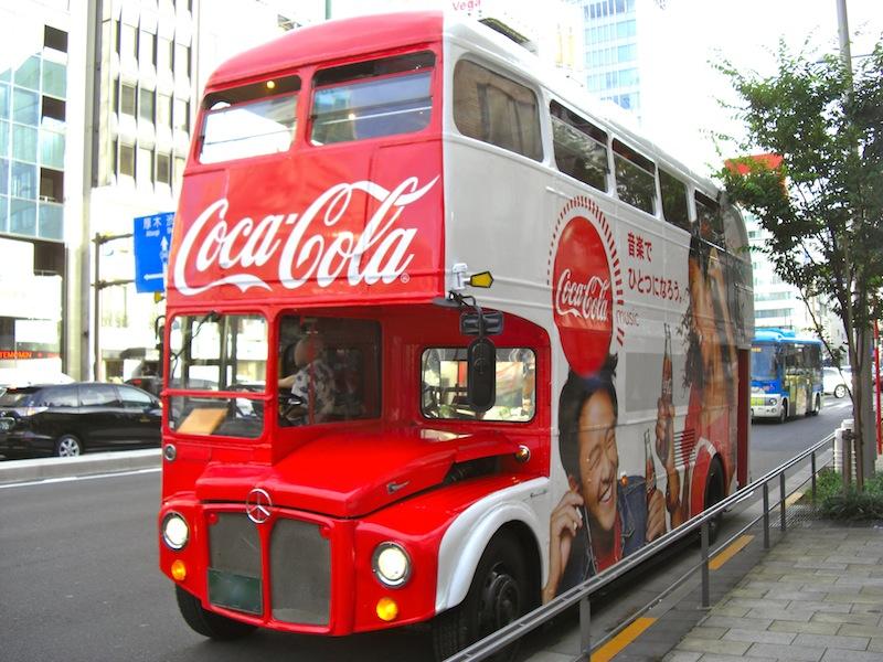 2階建ての宣伝用バス