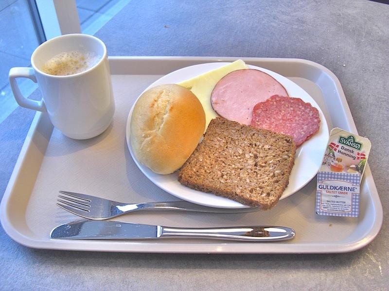 コペンハーゲンの宿での朝ご飯