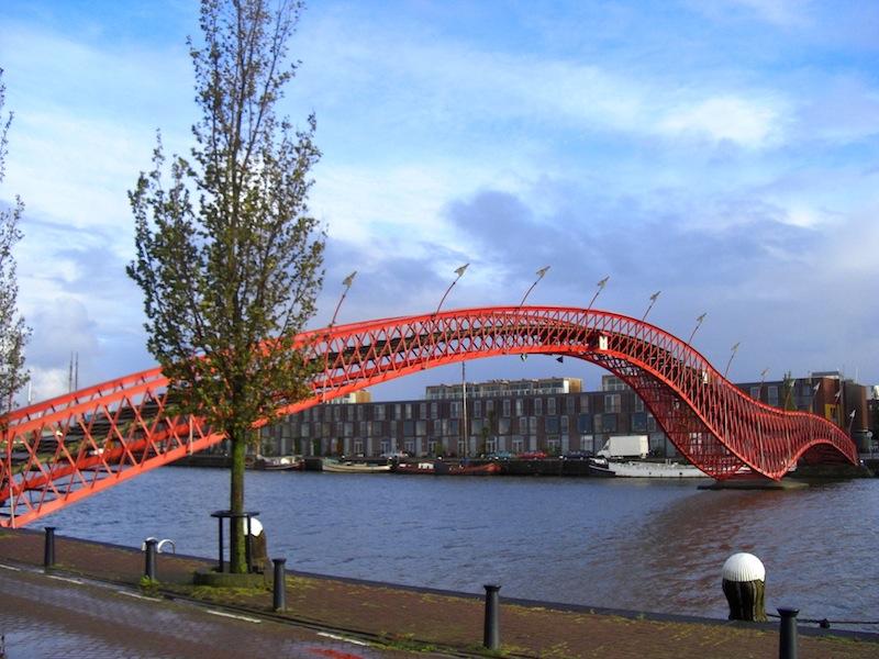 アムステルダムのアナコンダ橋