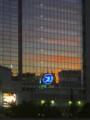 [風景写真]ガラスに映る夕焼け