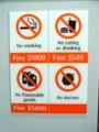 [シンガポール][静止物]地下鉄構内の注意書き
