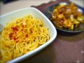 [食べ物]高菜とラー油のパスタ。キャベツ・玉ねぎ・鶏ささみのポン酢風味の炒