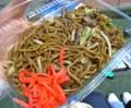 [フットボール][食べ物]武蔵野陸上競技場にて、東村山黒焼きそば