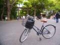 [風景写真]明治神宮の鳥居とママチャリ
