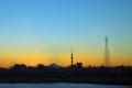 [風景写真]黄昏(富士山と東京スカイツリー)