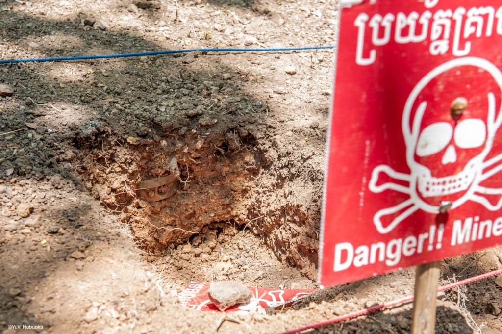 地雷原見学の際に発見された地雷 photo by Yuki Nobuoka