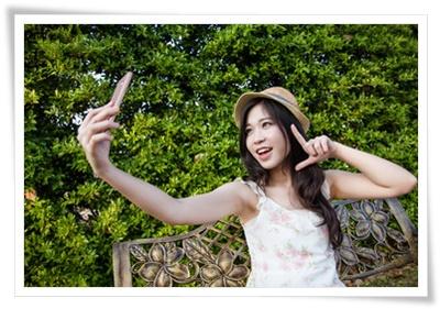 自撮りしている韓国人女性