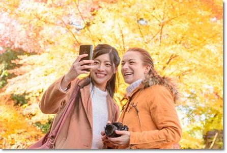 素敵な笑顔の二人の女性