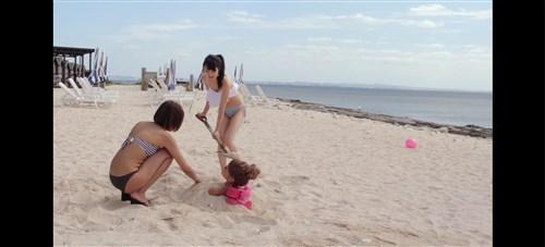 ゆきぽよ砂に埋められる