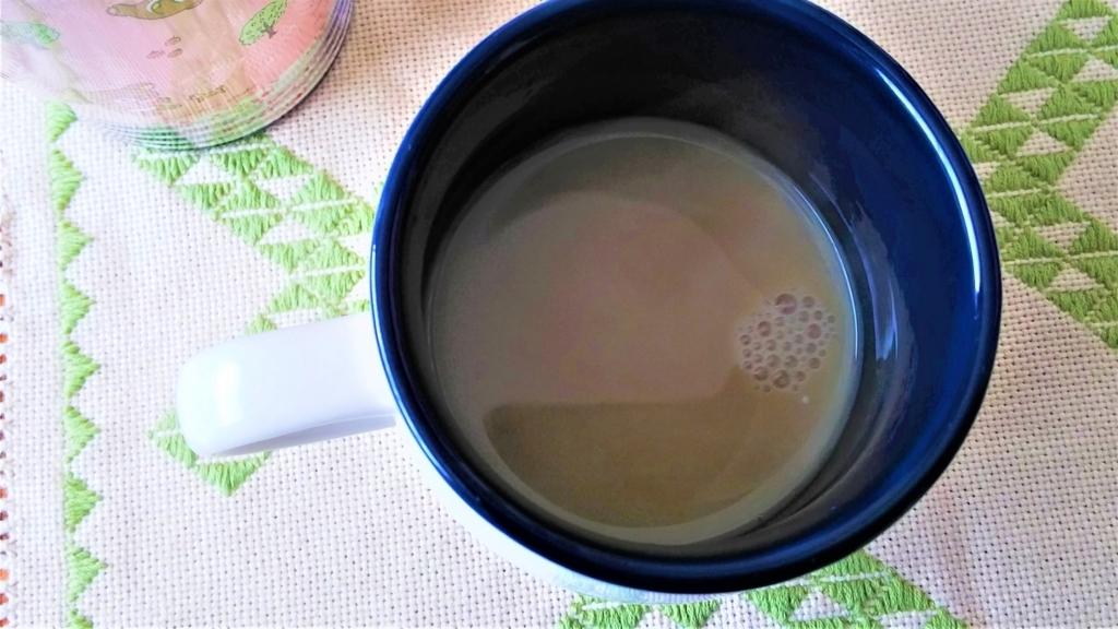 ほうじ茶にホットミルクを注いだ画像