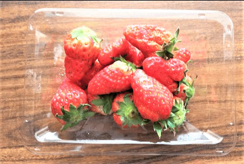 パック入りの苺の画像