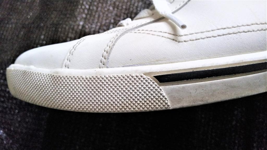 スニーカーのソール汚れの画像