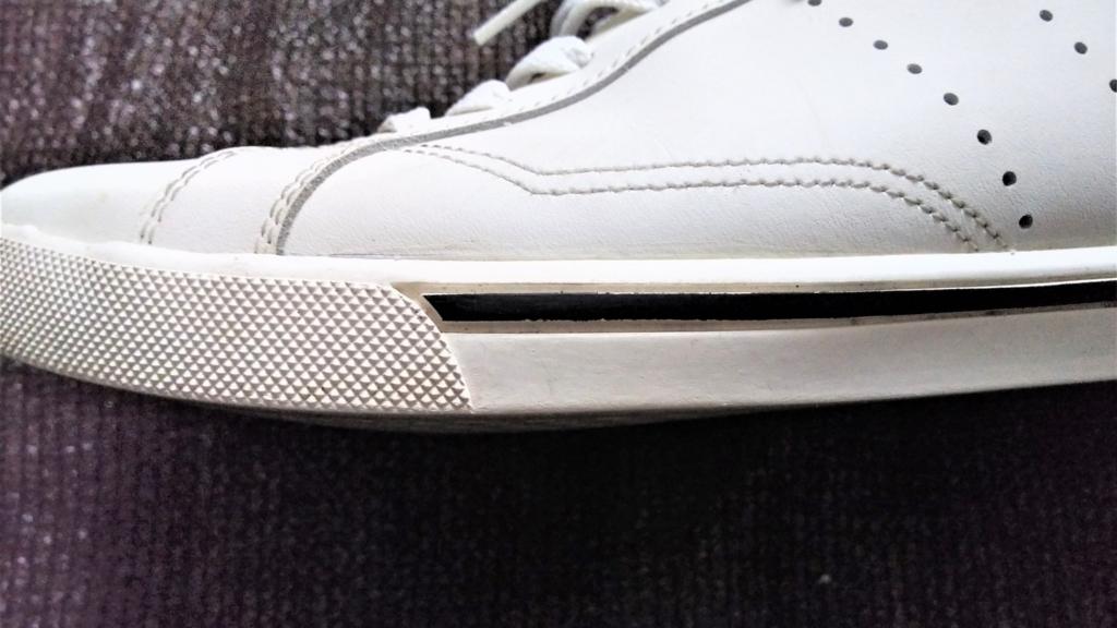スニーカーのソール(ゴム部分)の画像