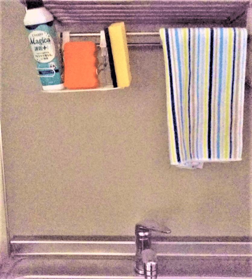 台所のスポンジ置き場を空中収納した画像